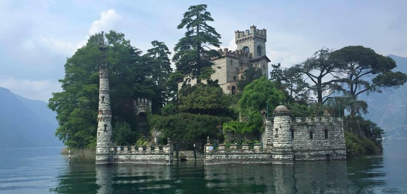 Castle of Loreto Island, Lake Iseo.jpg
